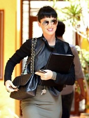 katy-perry-chanel-purse_1500