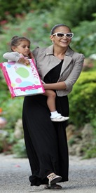jennifer-lopez with daugther 2