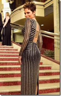 Oscars13_halle-berry_versace jimmy choo2